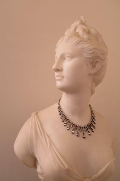 Dans son écrin d'origine de la maison AUGER, joaillier place des Victoires, Paris,...