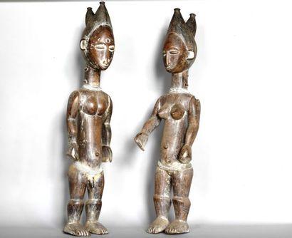 COTE D'IVOIRE  Couple de statues en bois...