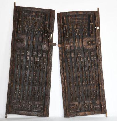 MALI  Grande paire de portes en bois à patine...