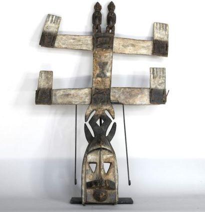MALI  Masque en bois sculpté polychrome....