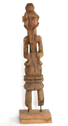 NIGERIA  Grande statue en bois sculpté et...