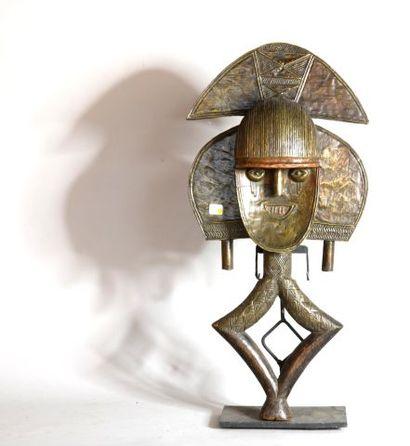 GABON  Reliquaire en bois et cuivre  XXe,...