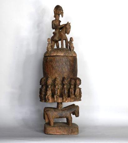 MALI  Boîte à offrande en bois sculpté à...
