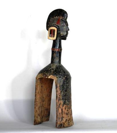 NIGERIA  Masque d'épaule en bois dur sculpté...