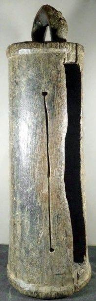 TAMBOUR A FENTE DAN (Côte d'Ivoire). Important modèle ancien en bois...