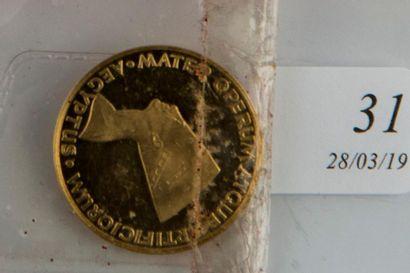 Médaille égyptienne or. Poids : 7,7 g.