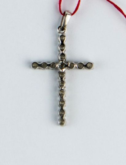 Croix pendentif en or gris 18K (750 millièmes)...