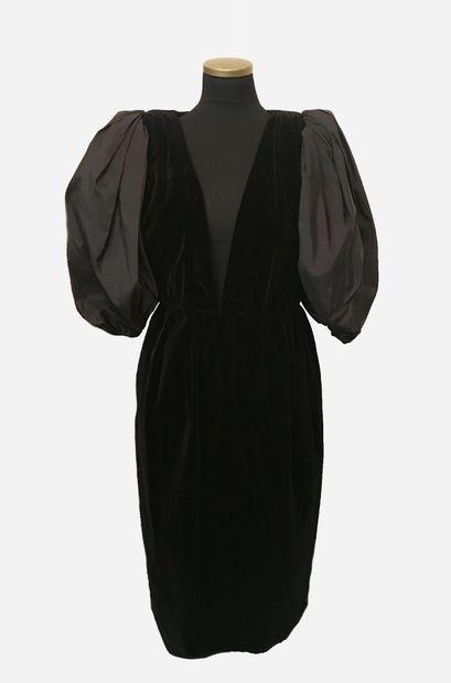 YVES SAINT LAURENT. Rive Gauche. Robe noire...