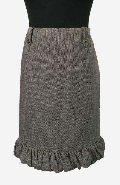 GUCCI. Jupe en laine grise à motifs chevrons,...
