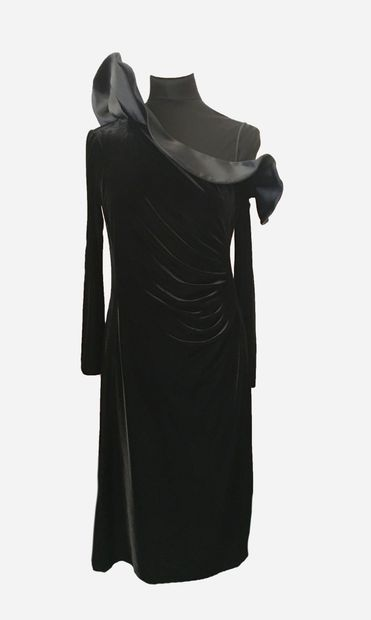 ARMANI COLLEZIONI. Robe noire bimatière en...