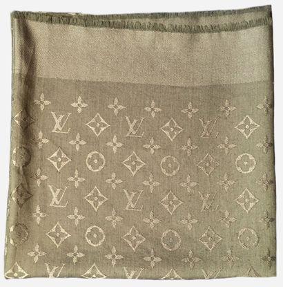 LOUIS VUITTON. Châle en soie (60%) et laine...