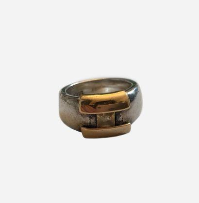 HERMES. Bague H en argent et or jaune, anneau...