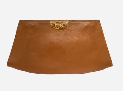 BALLY. Small leather bag / clutch in camel...
