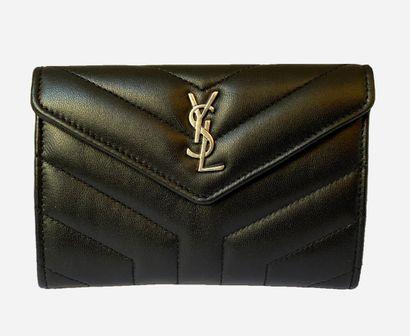 SAINT LAURENT. Loulou wallet in black nappa...