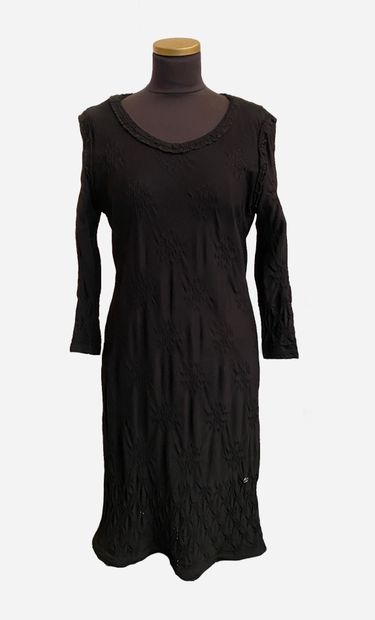 CHANEL. Black dress in viscose (75%) and...