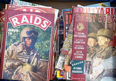 Un fort lot d'albums et magazines Raids,...