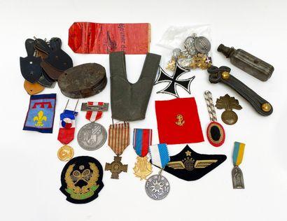 Lot «fonds de tiroir de collection» insignes...