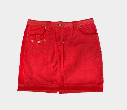 LOUIS VUITTON. Jupe en jean/demin rouge,...
