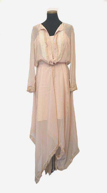 NINA RICCI. Superbe robe longue et vaporeuse...