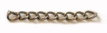 Bracelet en argent (800/1000 ?), à grandes mailles tressées. Nombre de maillons...
