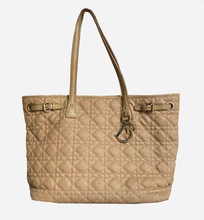 DIOR. Sac Lady Dior cabas de couleur beige,...