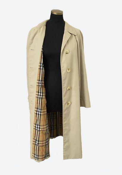 BURBERRYS. Long manteau imperméable en coton...