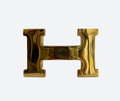HERMES. Boucle de ceinture H en métal doré....