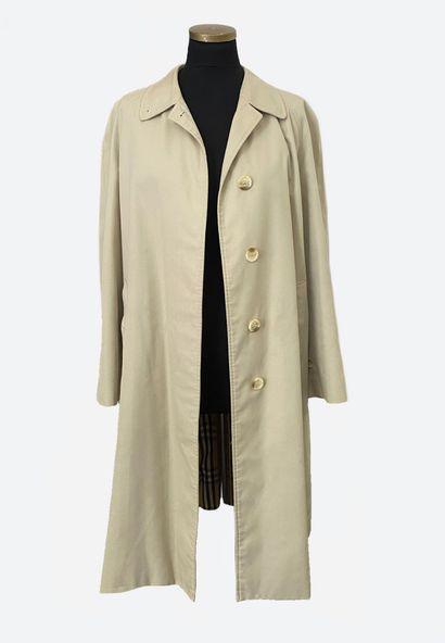 BURBERRYS. Long manteau imperméable en coton , doublure intérieur en tartan, fermeture...