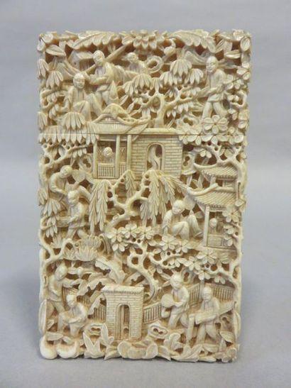 Bone card case in round bumpy bone, with...