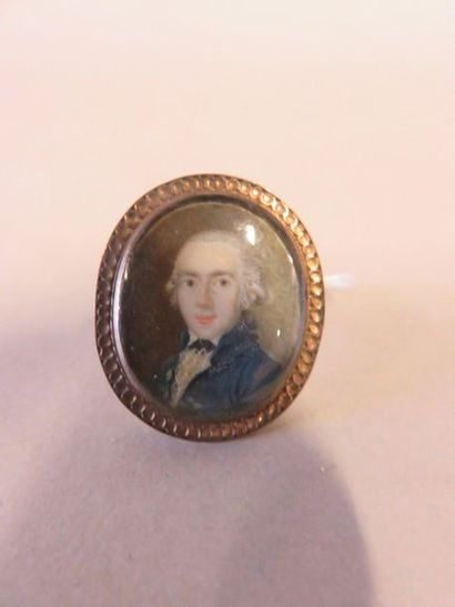 Oval gold-plated metal ring, decorated with...