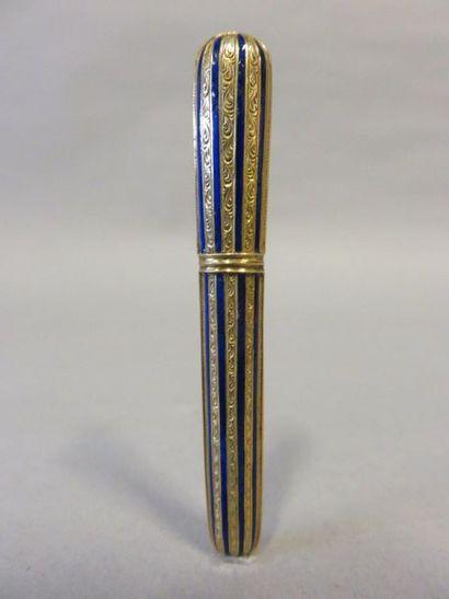 Blue enamelled gold needle case. 9 gr.