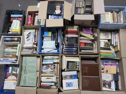 Dix-huit manettes de livres, encyclopédies,...