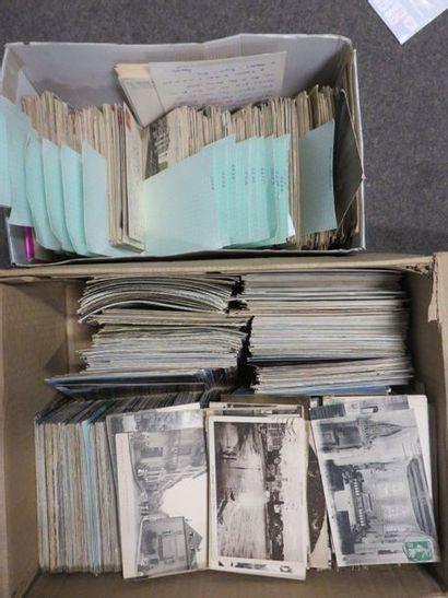 Deux manettes de cartes postales.