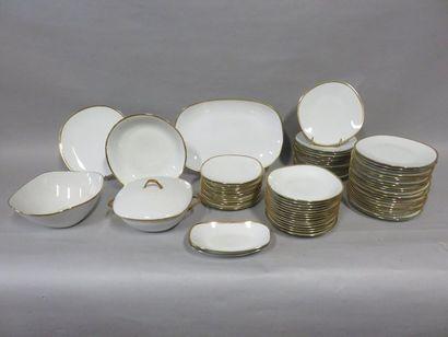 Service en porcelaine de Raynaud à Limoges,...