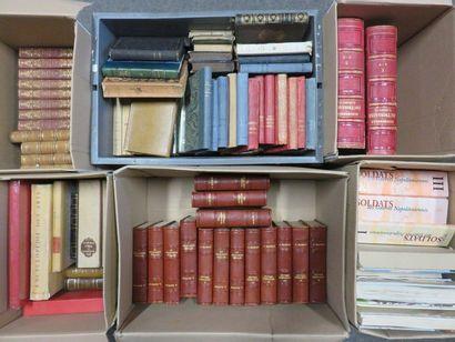 Six manettes de livres.