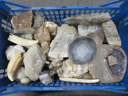 Manette de minéraux.