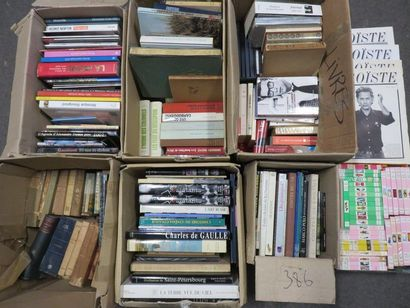 Sept manettes de livres.