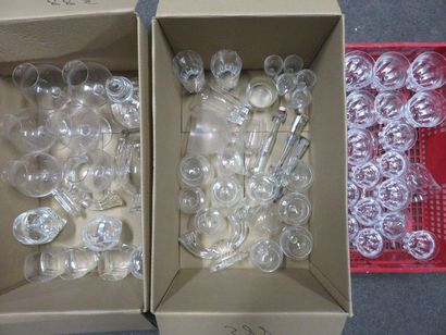 Trois manettes de verrerie et cristallerie,...