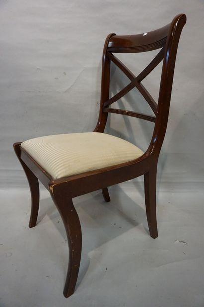 Six chaises en acajou à dossier à croisillons.
