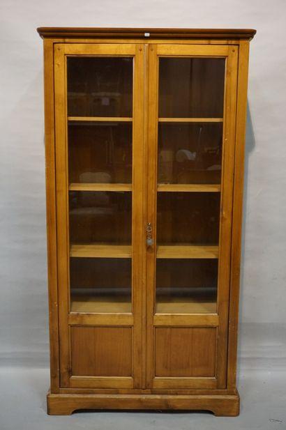 Bibliothèque vitrée à deux portes en bois...