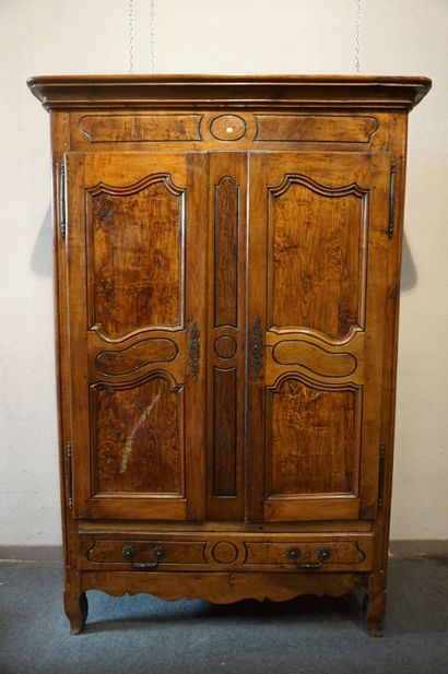 Armoire XIXe en bois naturel à deux portes...