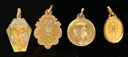 Ensemble de quatre médailles religieuses...