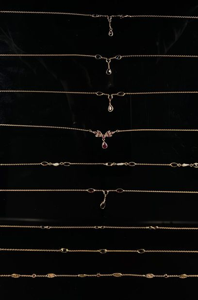Ensemble de chaines en or jaune ornées de...