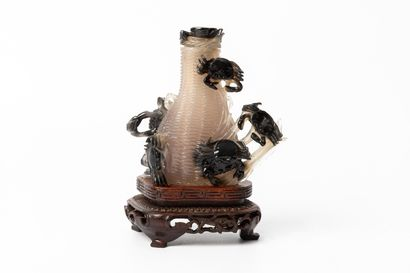 CHINE, dynastie Qing (1644-1911).  Vase couvert...