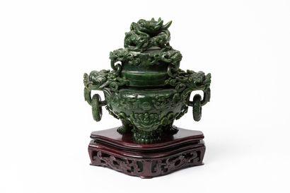 CHINE.  Brûle-parfum en serpentine sculptée,...