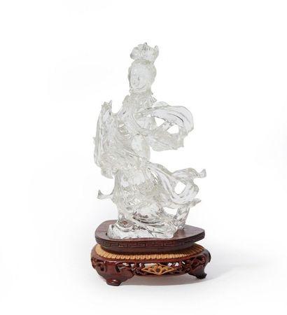 CHINE.  Statuette en cristal de roche figurant...