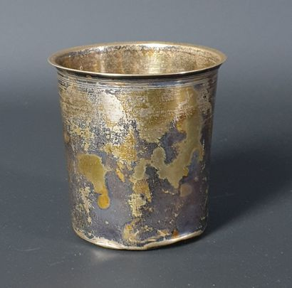 Timbale en argent tronconique.  Paris, 1819-1838....