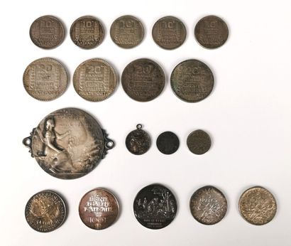 Ensemble de pièces et médailles en argent...