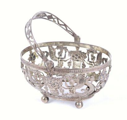 Monture de panier en argent à décor néoclassique...