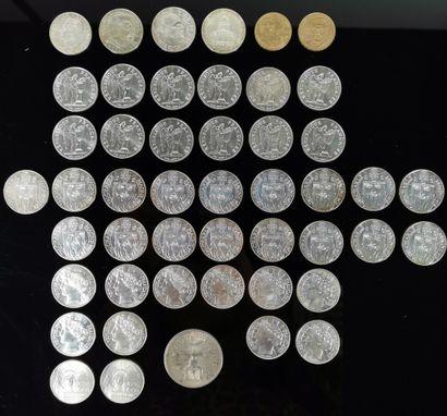 Lot de pièces en argent comprenant :  - une...